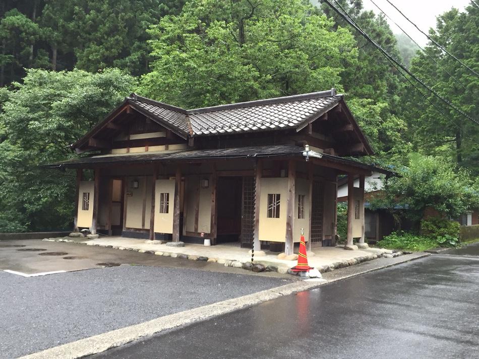 清東園 トイレ&バス停
