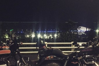 NIGHT RUN #ironhead #motorcycle #shovelsports #shovelhead #harleydavidson #w1sa #kawasaki #vintagemotorcycle #touring