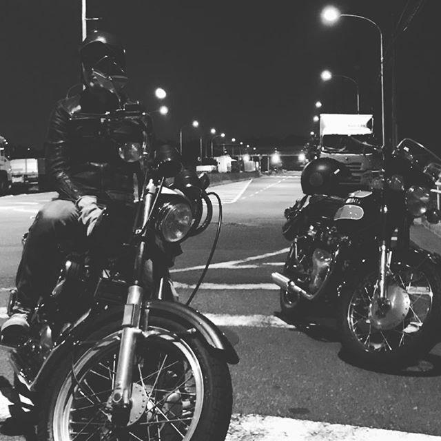 NIGHT RUN 2 #touring #vintagemotorcycle #w1sa #harleydavidson #xlh1000 #shovelhead #shovelsports #ironhead #77xlh #tooeysworks