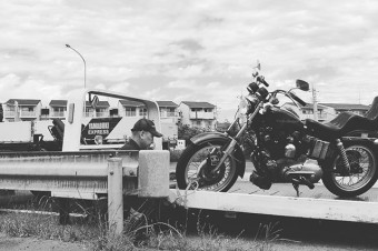 OH!MY!GOD!WHY?? #harleydavidson #sportster #shovelhead #shovelsports #ironhead #vintage #xlh #xlch #77xlh #xlh1000 #sportymania #vintagemotorcycle #ironsports #japan #tooeysworks#garagelife#crassicmotorcycle